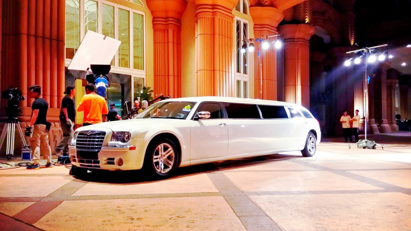 white fleet and bentley c ride clean classic limo limos florida rover rental range