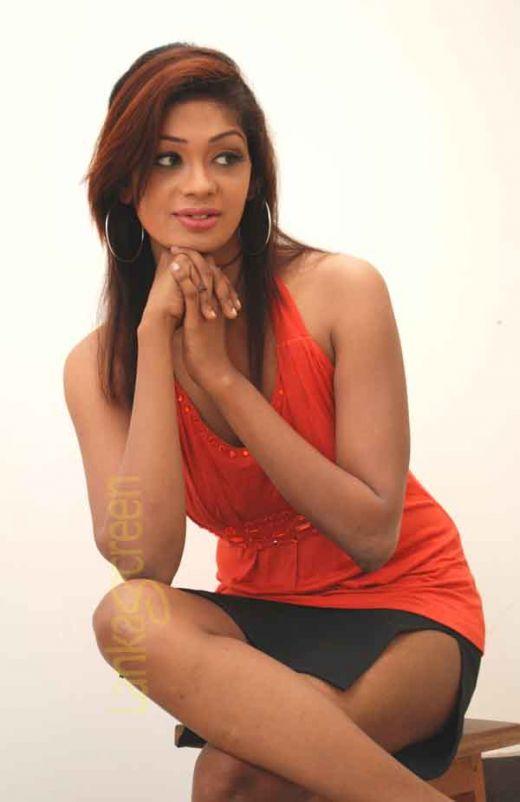 Sri Lankan Sexy Models Dinusha Rajapaksha Hot Pics