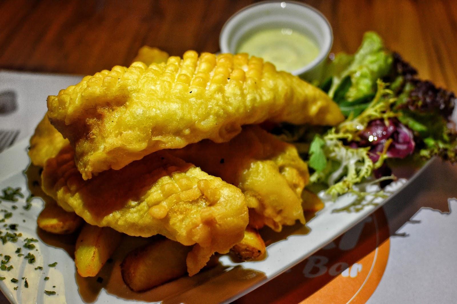 Lab eat restaurant bar hong kong hungry hong kong for Fish chips restaurant