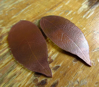 leaf vein texture on bronze © cinnamon jewellery 2016
