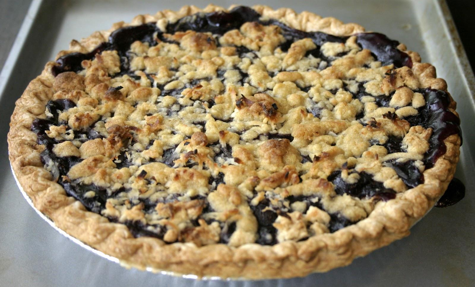 Deelicious Sweets: Blueberry Cherry Crumb Pie