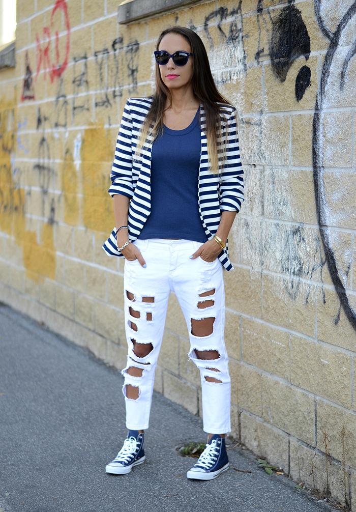 jeans strappati bianchi