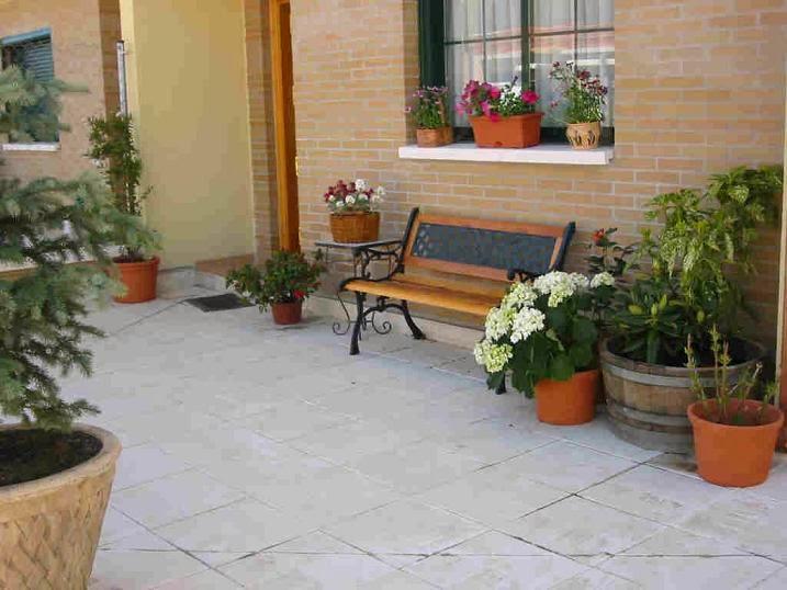 Patios peque os for Precio de baldosas para patio
