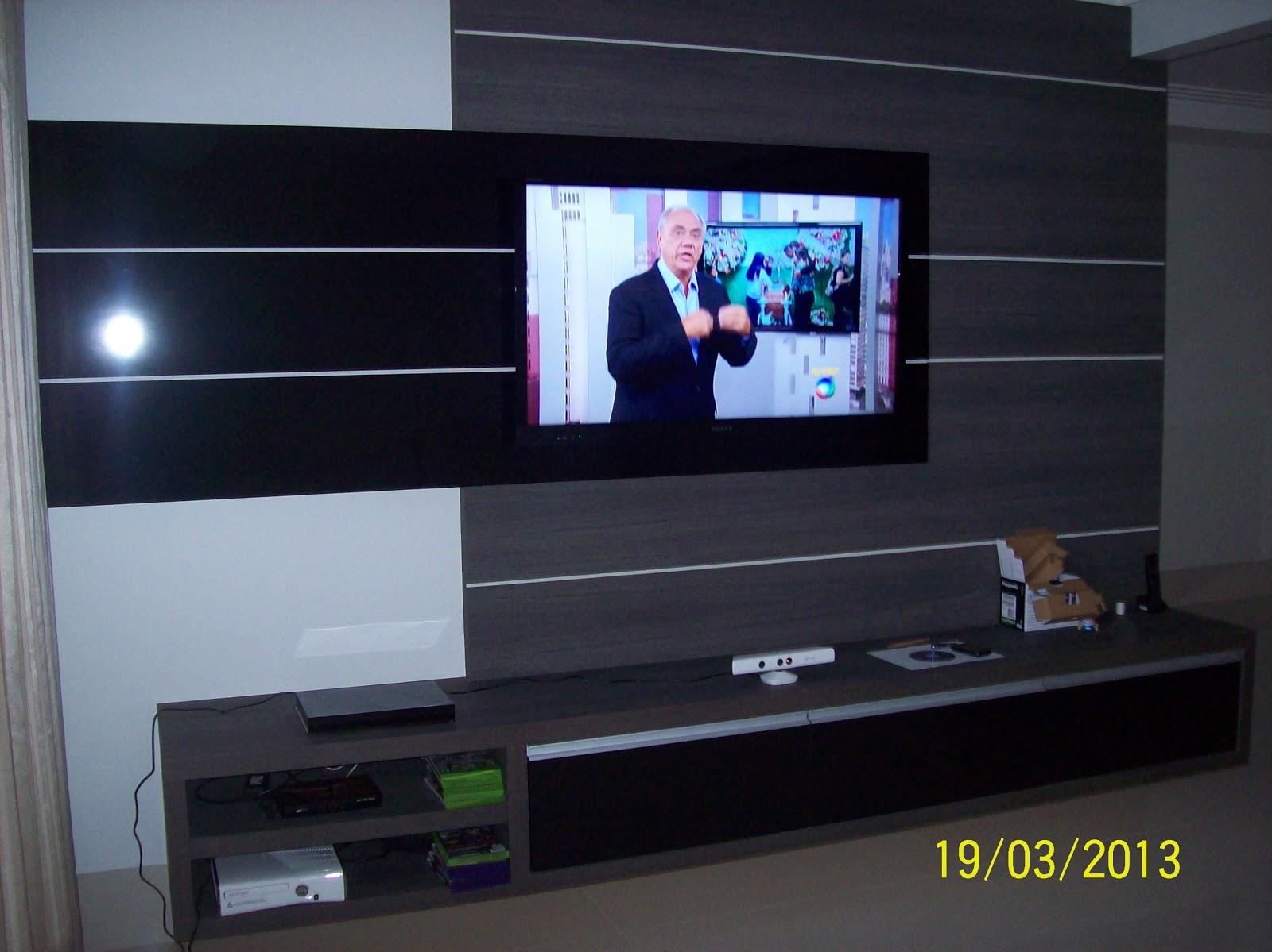 frizos e painel para tv em formica preta brilhante e rack em mdf