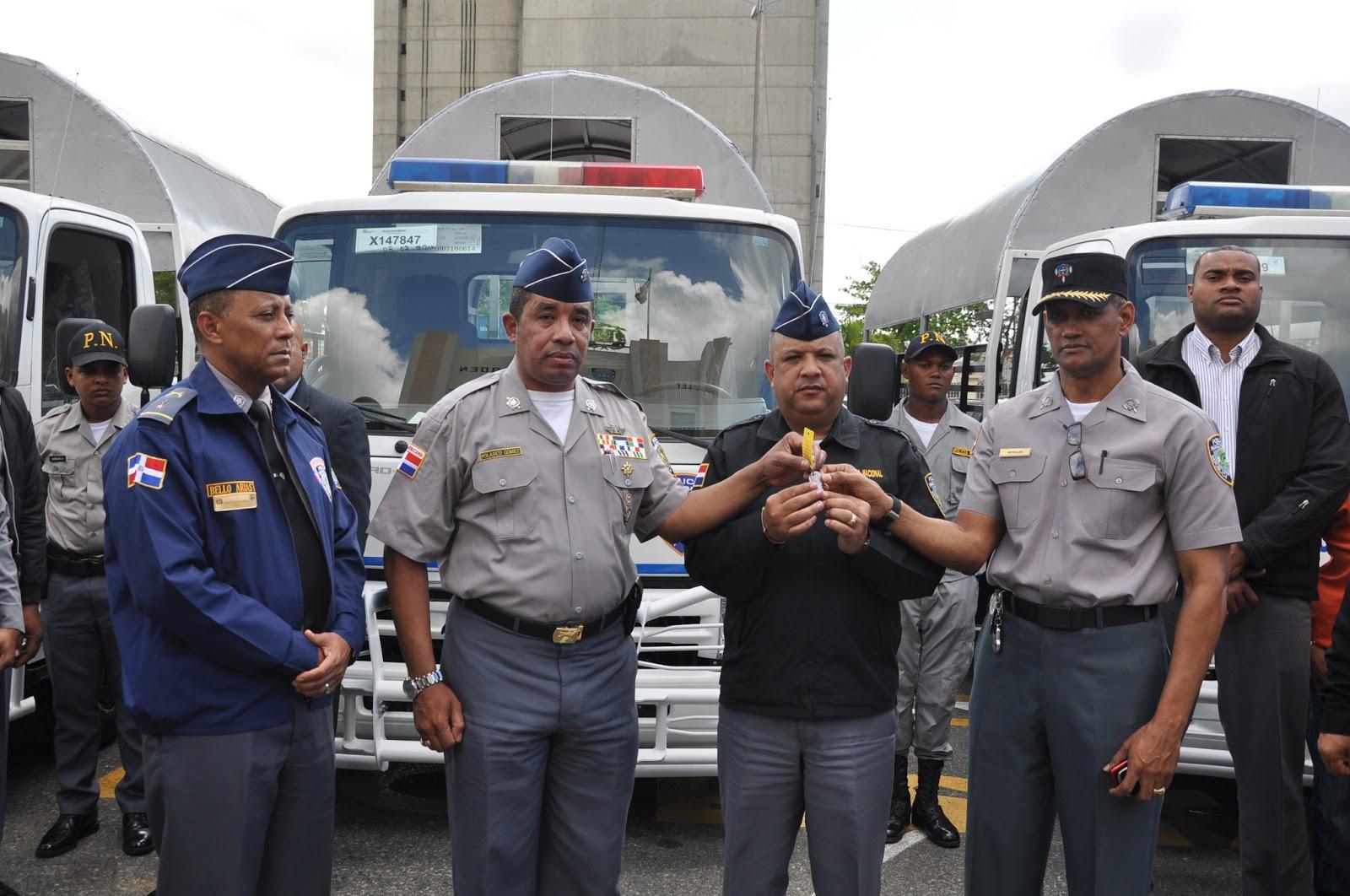 Gobierno entrega ocho camiones a la polic a para servicios for Ministerio de policia nacional