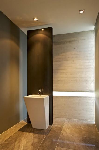 Ванная комната в дизайнерском доме