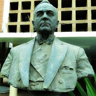 Busto em bronze do ex-presidente Getúlio Vargas, em frente à Prefeitura Municipal de São Borja.