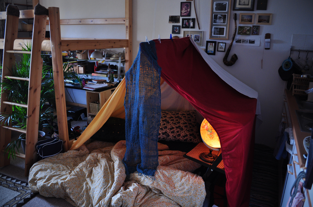 forts for kids. recommend surprising your spouse, roommates, kids, friends with a fort!
