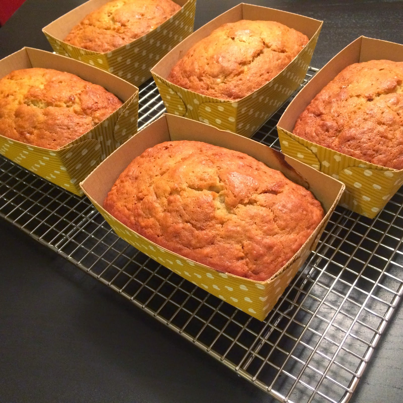 Mini bake in loaf pans, prefect for gifts! The Graffitied Gardenia blog