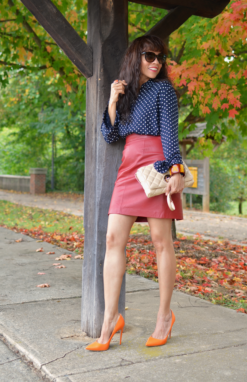 Outfit with leather skirt and heels