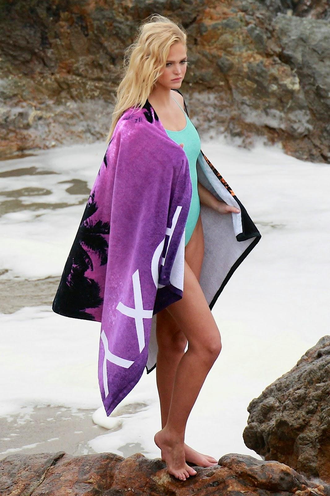 عارضة الأزياء الشقراء ايرين هيثرتون في جلسة تصوير ساخنة بملابس البحر