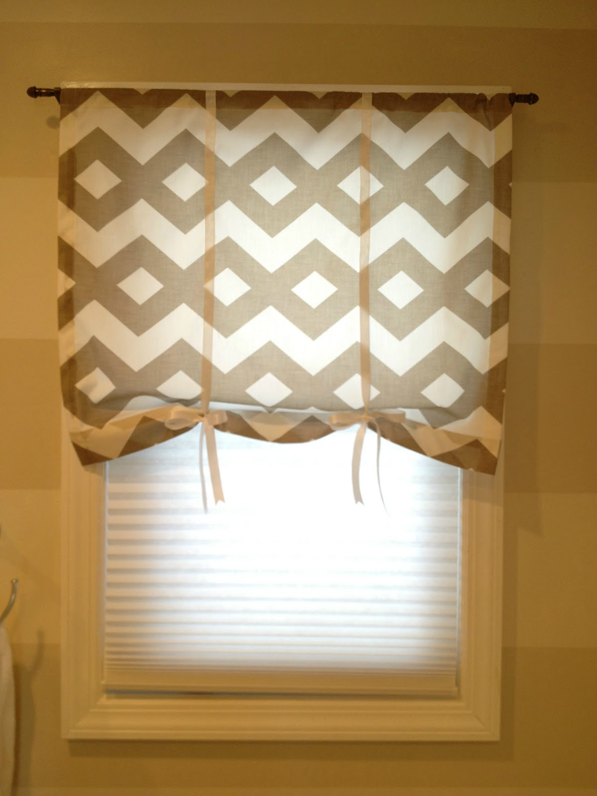 Retro ranch reno main guest bathroom curtain for Window design small