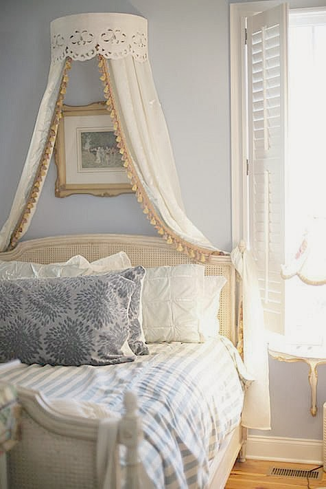 ciel de lit una camera da principessa. Black Bedroom Furniture Sets. Home Design Ideas