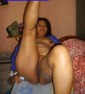 matured busty bengali aunty showing her big boobs n pink