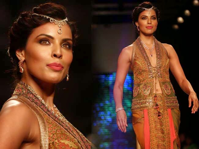 Model at India International Jewellery Week (IIJW)-2014