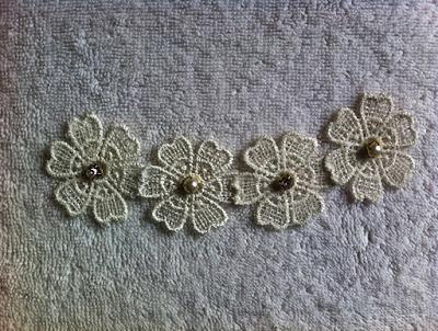 colar de renda miolo da flor