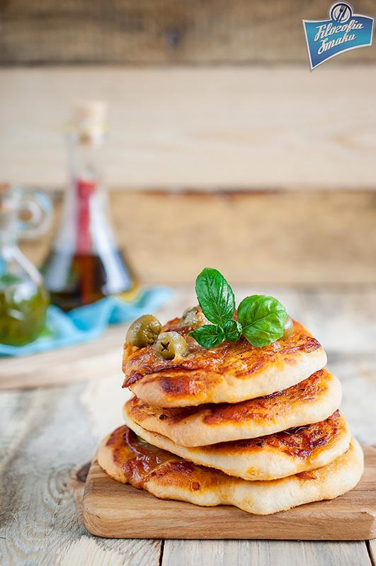 Pizzerki z salami i oliwkami