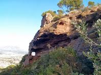 Exemple de l'erosió abrasiva del vent sobre els gresos de la roca del Castell de Rosanes