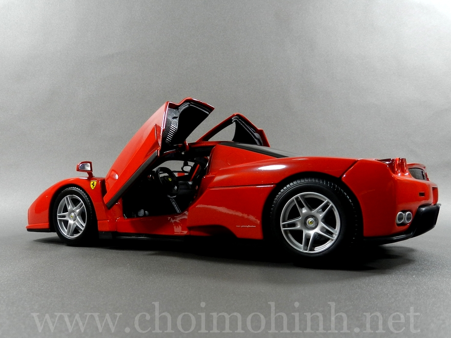 Ferrari Enzo 1:18 Hot Wheels door