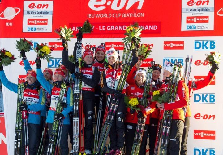 Победительницы женской эстафеты на 3 этапе Кубка мира во французском Ле Гран Борнане