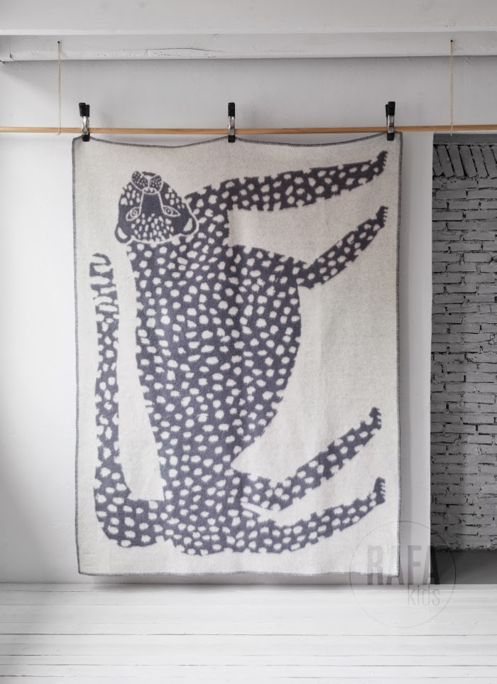 Scandinavian wool blanket leopard available at Rafa-kids