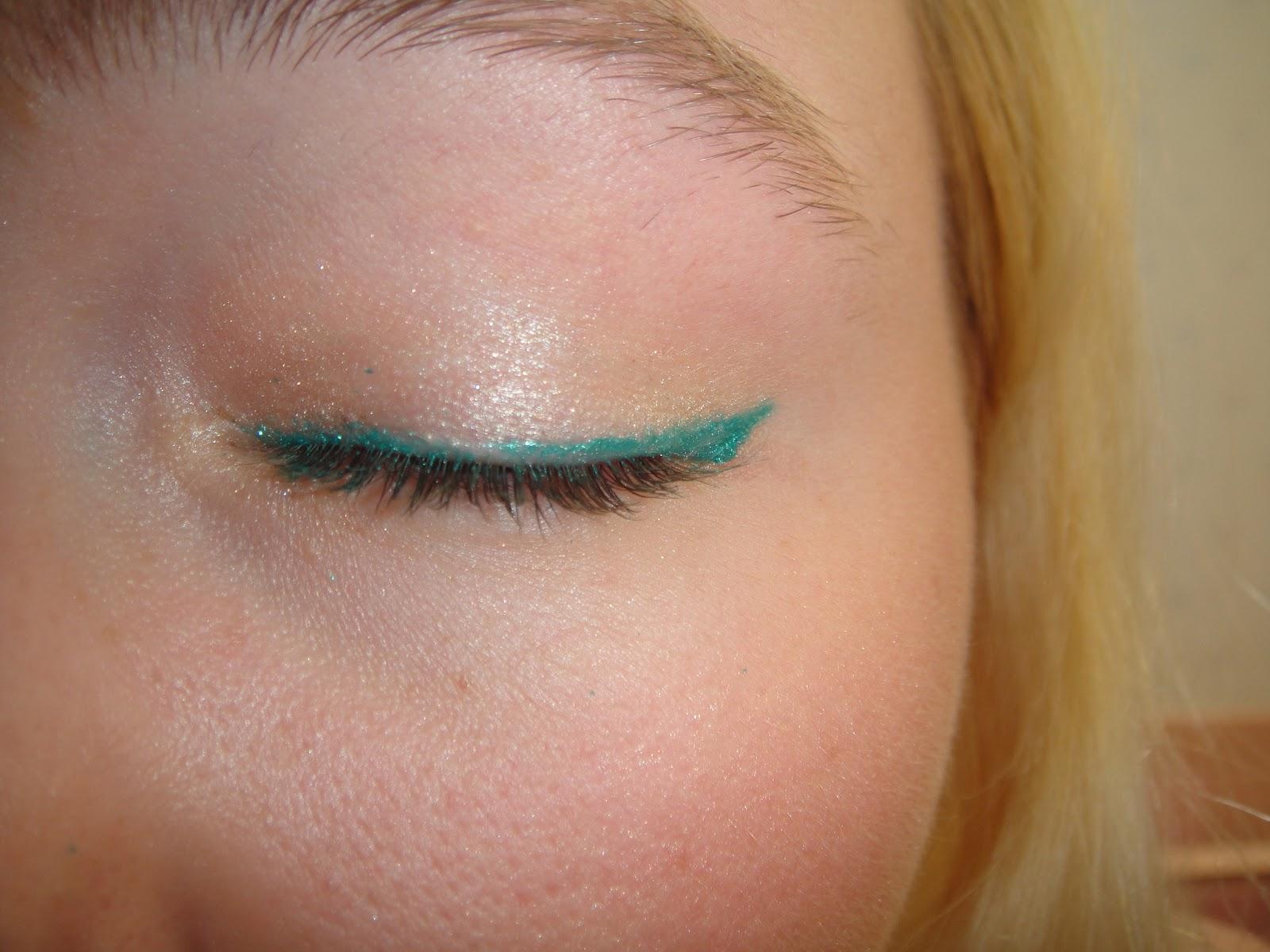 Milani ultrafine liquid liner in emerald glisten Review and Swatches, milani, emerald glisten, milani eyeliner, milani felt liner