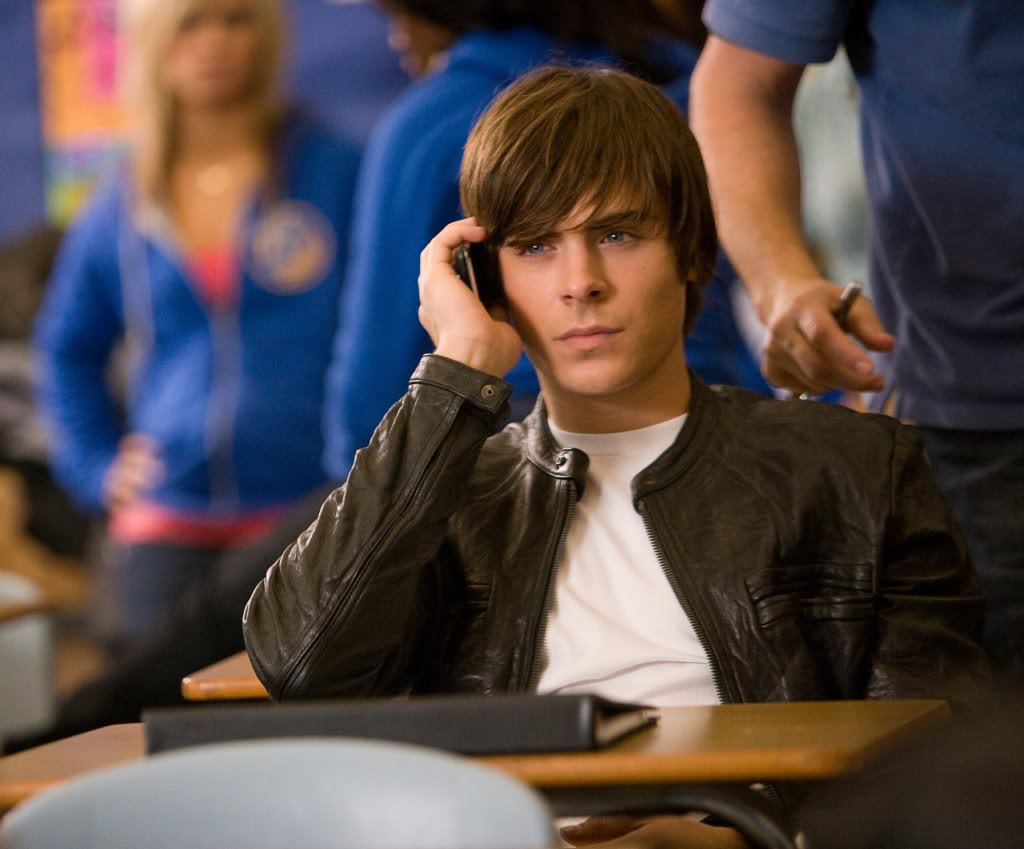 http://1.bp.blogspot.com/-7vGGGn5cYCk/TrLqwwMgWJI/AAAAAAAAA3o/LtD4efX9Riw/s1600/Zac+Efron+Hair-girzl.blogspot.com-zac-efron-17-again-movie-leather-jacket-03.jpg