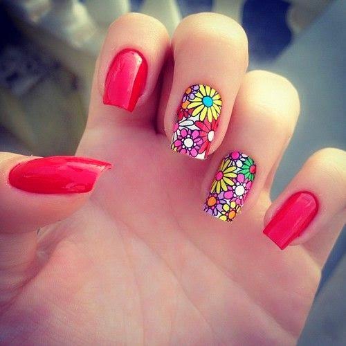 Летний маникюр с цветами короткие ногти