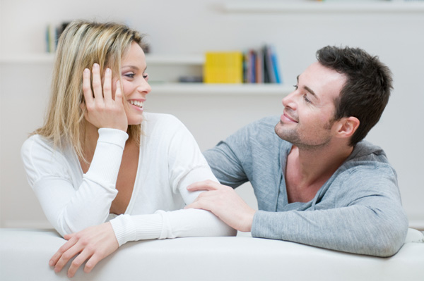 A couple in a romantic relationship sit and resolve a conflict.
