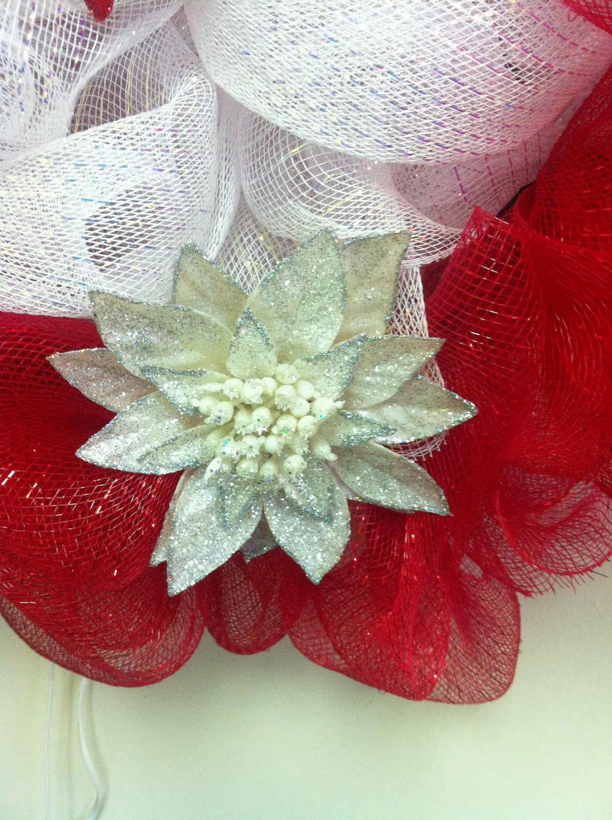 how to make a mesh bow for a wreath