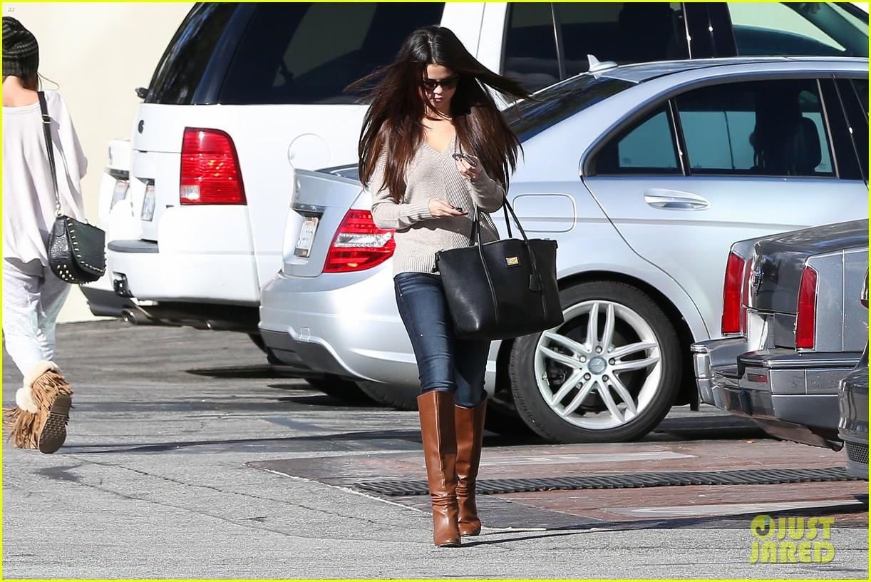 http://1.bp.blogspot.com/-7vyrr81ZLI4/UL3lo3JS7II/AAAAAAAAJvA/jxAmfE5lJHA/s1600/Justin-Bieber-Selena-Gomez-Los-Angeles-1.jpg