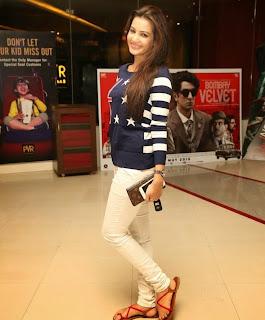 Diksha Panth in Spicy T Shirt at Piku Movie Screening