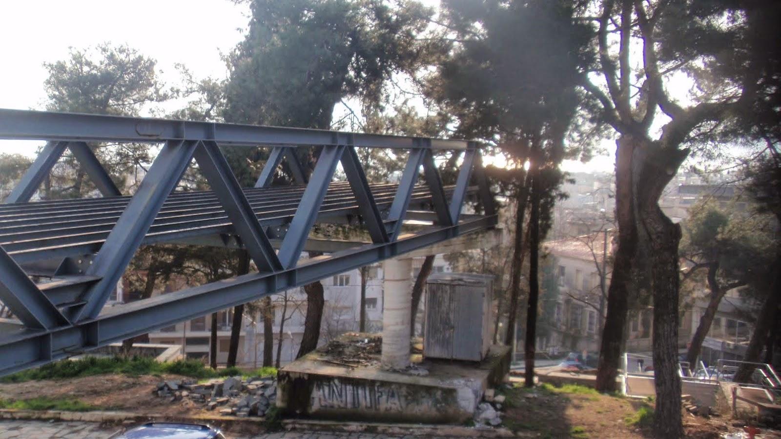 ΓΙΑΝΝΕΝΑ-Η πεζογέφυρα της Πλατείας αποκτά … προορισμό, αφού πρώτα υποστεί «λίφτινγκ»