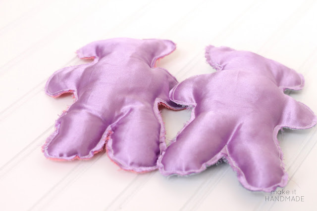 Make these sweet bears *with* your kids-- not just for them. DIY Sewing Tutorial from Make It Handmade!