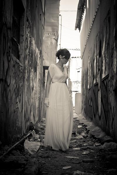 אניה בשמלת כלה שיפון