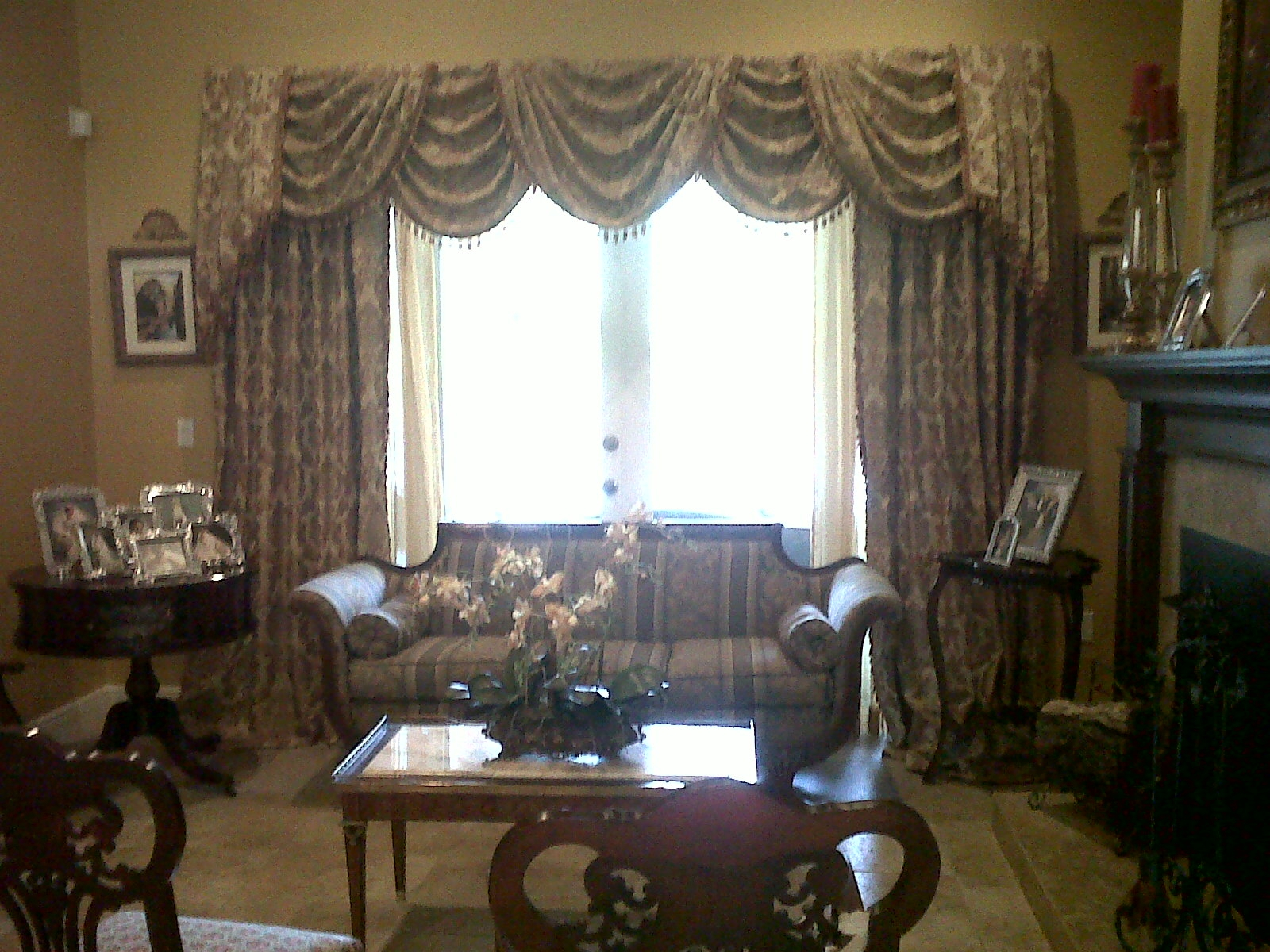 1000 images about formal swags on pinterest yellow for Formal living room curtain ideas