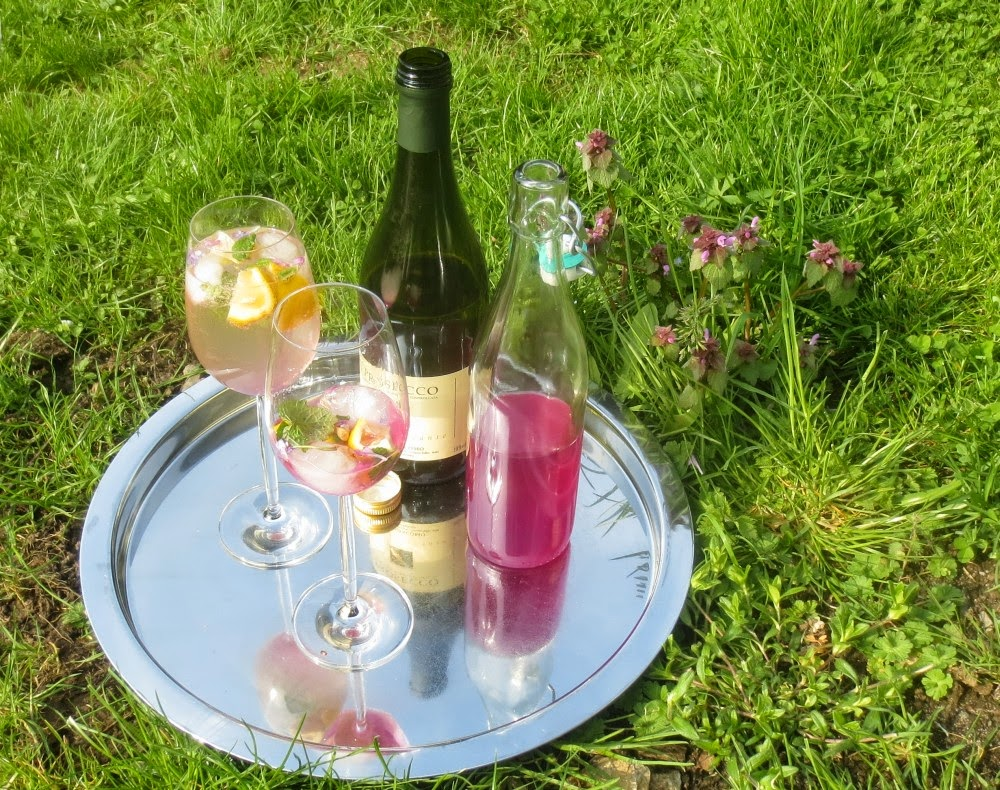 Victor (Veilchen-Melisse-Prosecco-Drink)