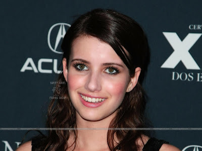 Hollywood Actress Emma Roberts Smiling Wallpaper