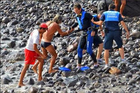 bañistas en peligro olas del pino las canteras, las palmas