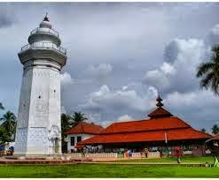 Lokasi Wisata Banten menara masjid agung banten