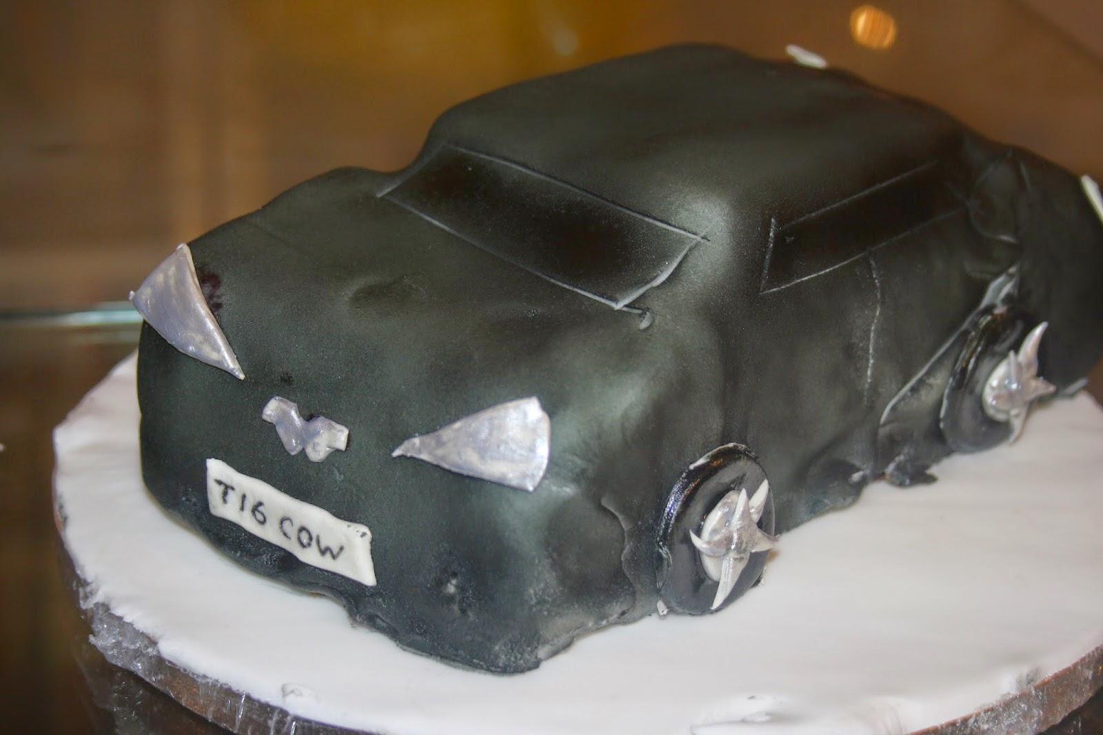 Caroline Makes Aston Martin supercar birthday cake