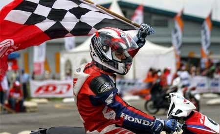 gambar motor road race keren