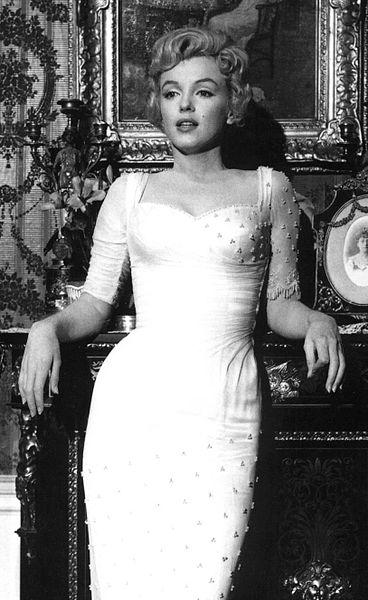 Marilyn Monroe showgirl