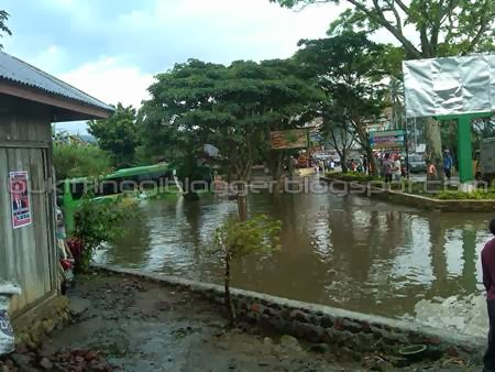gambar foto banjir di pdg pjg jumat 24 januari 2014