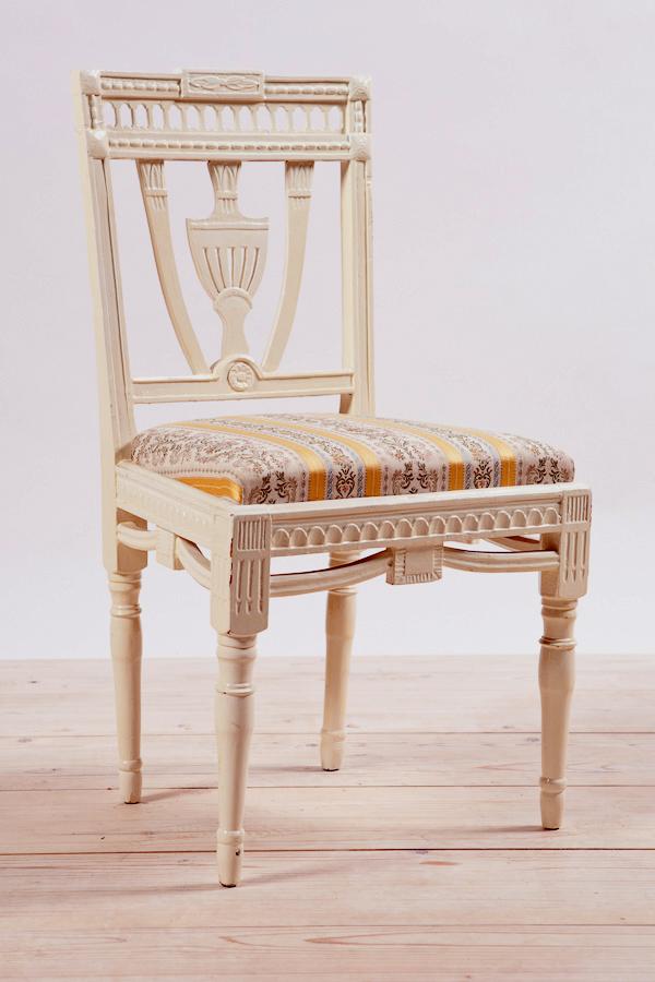 silla gustaviana con respaldo escudo