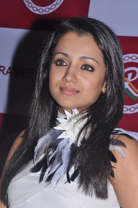 trisha new @ ramee mall launch photo gallery