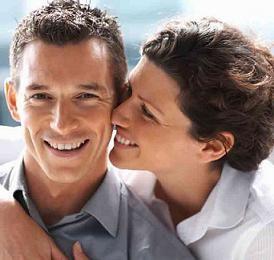 7 اشياء يتمنى الرجل ان تعرفها المرأة عنه - امرأة تقبل تبوس رجل - woman kissing a man