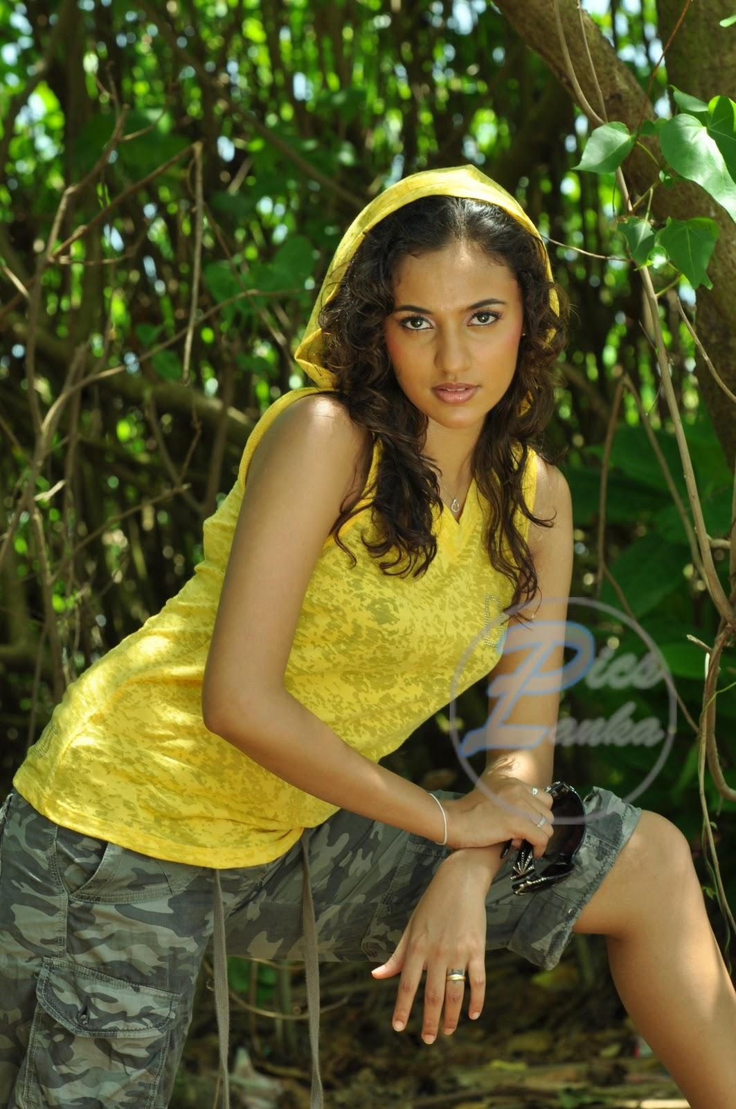 Srilankan Hot Girls: Udari Warnakulasooriya With Her Husband