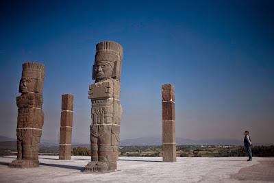 En Tula, Hidalgo, Mexico se encontraron unas  esculturas de gigantes conocidas como los Atlantes