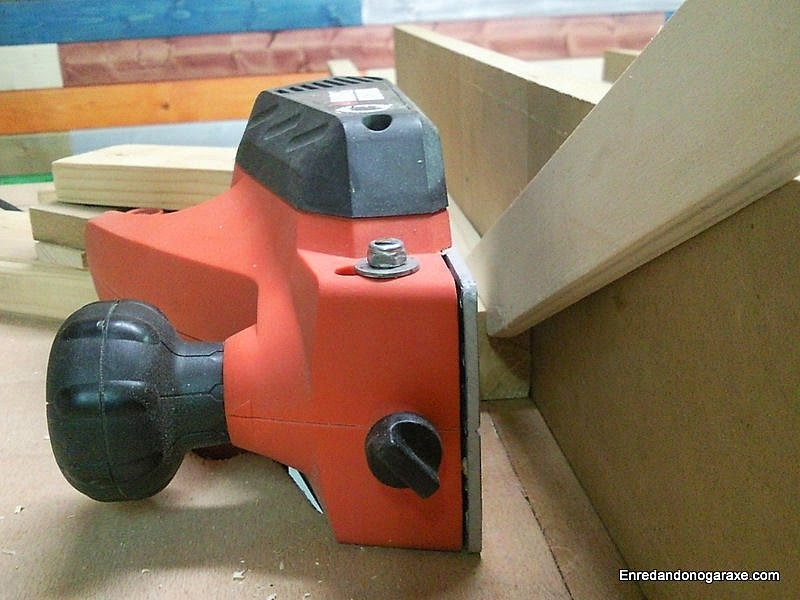 Usar la regruesadora casera con un empujador. Enredadonogaraxe.com